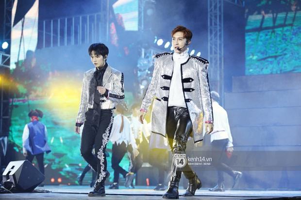 Đêm nhạc khủng Year End Party Hàn-Việt: Hyuna - Monsta X sexy bùng nổ, K-ICM và cặp Canh Ba gây sốt với sân khấu quá đỉnh - Ảnh 34.