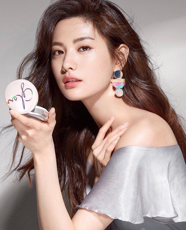 30 gương mặt đẹp nhất thế giới của thập kỷ: Bất ngờ vị trí Song Hye Kyo và Lisa, Nana hay Tzuyu (TWICE) giành No.1? - Ảnh 2.