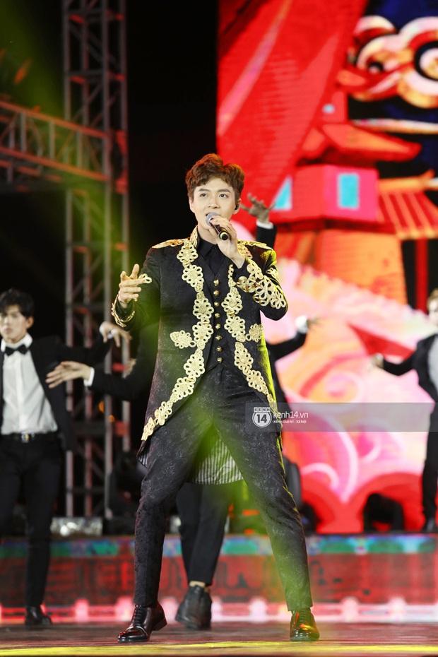 Đêm nhạc khủng Year End Party Hàn-Việt: Hyuna - Monsta X sexy bùng nổ, K-ICM và cặp Canh Ba gây sốt với sân khấu quá đỉnh - Ảnh 27.