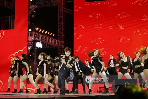 Đêm nhạc khủng Year End Party Hàn-Việt: Hyuna - Monsta X sexy bùng nổ, K-ICM và cặp Canh Ba gây sốt với sân khấu quá đỉnh - Ảnh 28.