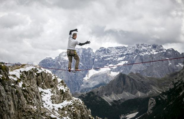Thót tim với trải nghiệm mắc võng đu đưa giữa những vách núi cheo leo, phía dưới còn là vực sâu thăm thẳm - Ảnh 7.