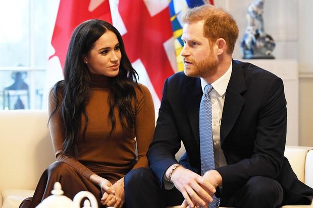 Vợ chồng Hoàng tử Harry và Meghan Markle sở hữu tổng tài sản lên tới trên 1 nghìn tỷ đồng, số tiền đó ở đâu mà ra? - Ảnh 1.