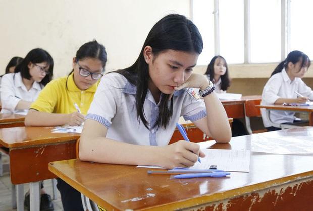 Thi tuyển vào lớp 10, thí sinh phải làm cả bài thi tổ hợp  - Ảnh 1.