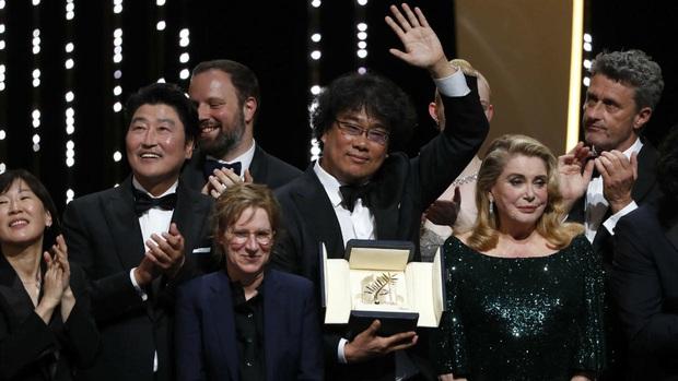Thắng lớn trên đất Mỹ, Kí Sinh Trùng chốt hạ lời chào hàng chuyển thể phim truyền hình HBO - Ảnh 1.