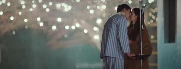 Tập 7 Crash Landing On You trả đủ cảnh hôn lẫn giường chiếu của Hyun Bin và Son Ye Jin bù đắp một tuần fan mòn mỏi đợi chờ đôi trẻ! - Ảnh 7.