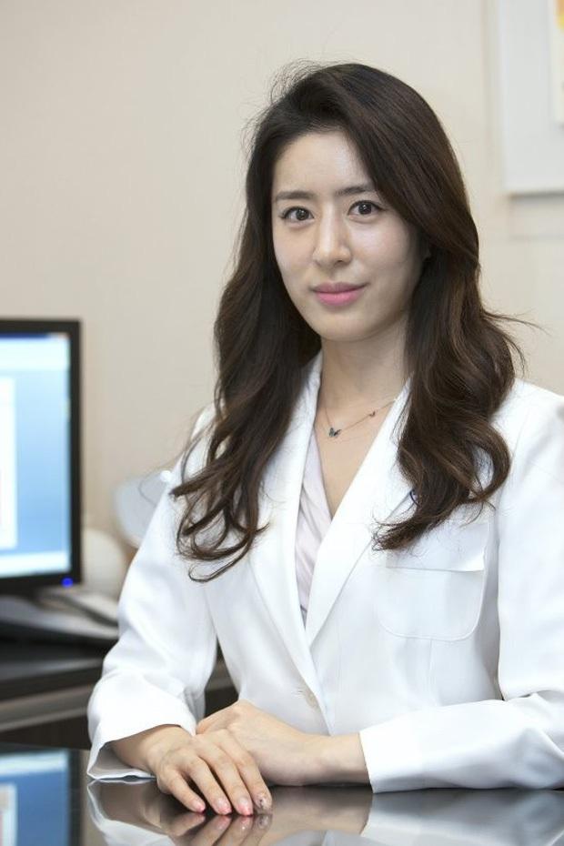 Động thái cực căng của vợ học vấn khủng sau khi tài tử Hoàng hậu Ki lộ loạt tin nhắn môi giới gái cho Jang Dong Gun - Ảnh 2.
