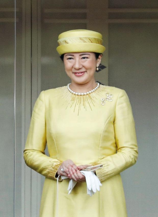 Hoàng hậu Masako luôn gây trầm trồ mỗi khi xuất hiện, một phần lý do chính là vì màu sắc trang phục của bà - Ảnh 3.