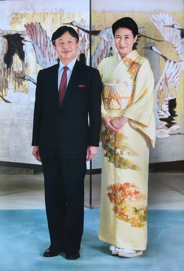 Hoàng hậu Masako luôn gây trầm trồ mỗi khi xuất hiện, một phần lý do chính là vì màu sắc trang phục của bà - Ảnh 4.