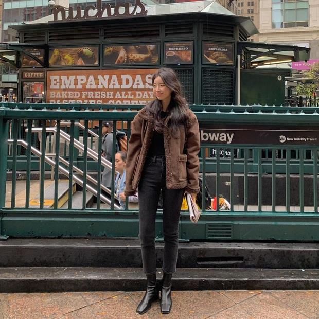 4 cách diện quần jeans đen giúp bạn không hóa nhạt nhẽo, vô vị khi xúng xính item đơn giản nhất quả đất này - Ảnh 5.