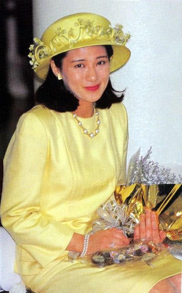 Hoàng hậu Masako luôn gây trầm trồ mỗi khi xuất hiện, một phần lý do chính là vì màu sắc trang phục của bà - Ảnh 5.