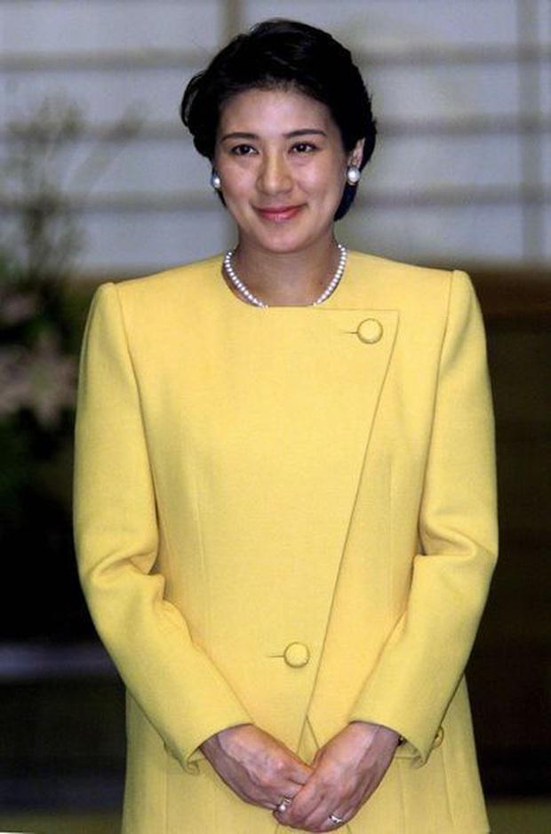 Hoàng hậu Masako luôn gây trầm trồ mỗi khi xuất hiện, một phần lý do chính là vì màu sắc trang phục của bà - Ảnh 6.