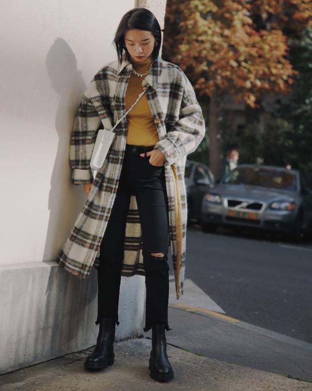 4 cách diện quần jeans đen giúp bạn không hóa nhạt nhẽo, vô vị khi xúng xính item đơn giản nhất quả đất này - Ảnh 9.
