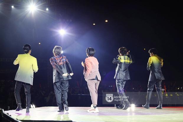 Đêm nhạc khủng Year End Party Hàn-Việt: Hyuna - Monsta X sexy bùng nổ, K-ICM và cặp Canh Ba gây sốt với sân khấu quá đỉnh - Ảnh 31.