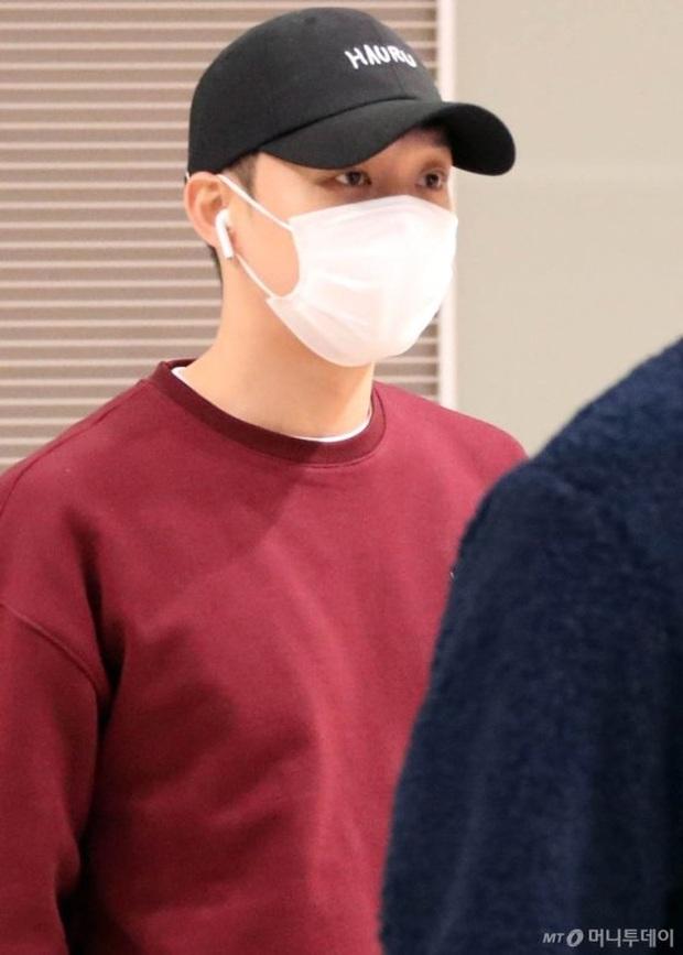 Tranh cãi dàn sao Hàn đổ bộ sân bay sáng nay: NCT 127 sang Việt Nam, Yoochun tù treo vẫn sang Thái dự fanmeeting - Ảnh 9.