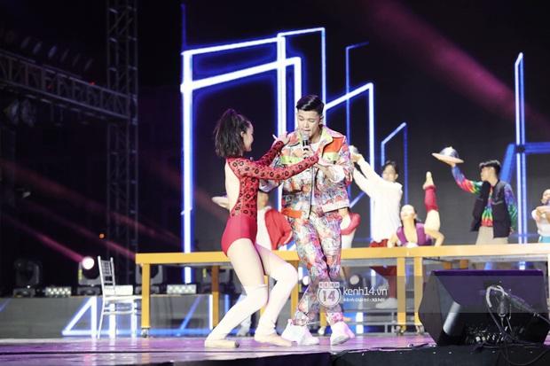 Đêm nhạc khủng Year End Party Hàn-Việt: Hyuna - Monsta X sexy bùng nổ, K-ICM và cặp Canh Ba gây sốt với sân khấu quá đỉnh - Ảnh 38.