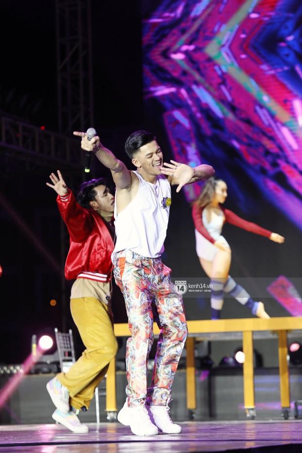 Đêm nhạc khủng Year End Party Hàn-Việt: Hyuna - Monsta X sexy bùng nổ, K-ICM và cặp Canh Ba gây sốt với sân khấu quá đỉnh - Ảnh 37.