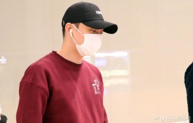 Tranh cãi dàn sao Hàn đổ bộ sân bay sáng nay: NCT 127 sang Việt Nam, Yoochun tù treo vẫn sang Thái dự fanmeeting - Ảnh 8.