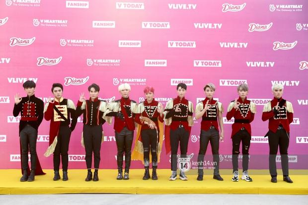 Thảm đỏ Year End Party Hàn-Việt: K-ICM chính thức lộ diện không có Jack, Monsta X và Hương Giang chặt chém giữa dàn sao - Ảnh 21.