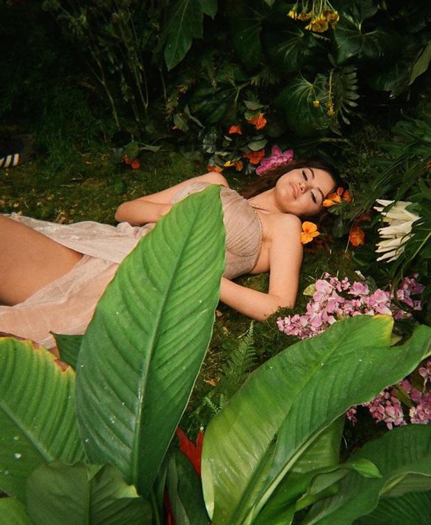 Muốn xịt máu mũi với loạt ảnh hậu trường nóng bỏng mắt của Selena Gomez: 8 triệu like là có lý do của nó! - Ảnh 2.