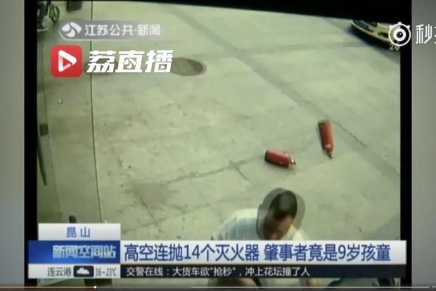 Xe đạp, dao làm bếp, phân chó: Những hiểm họa rơi xuống từ các tòa chung cư cao tầng ở Trung Quốc khiến người dân khiếp đảm - Ảnh 4.