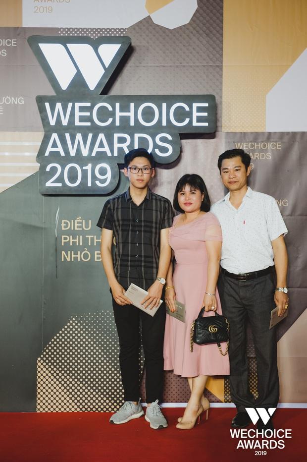 Những nhân vật truyền cảm hứng xuất hiện đầy xúc động cùng người thân tại Gala WeChoice Awards 2019 - Ảnh 11.