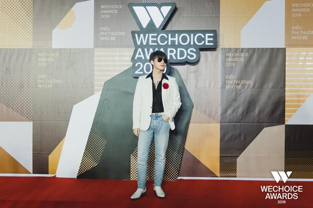 Visual nức nở thảm đỏ WeChoice Awards: Sơn Tùng M-TP chuẩn chủ tịch, đẹp trai và ngầu thế này ai chịu nổi? - Ảnh 1.