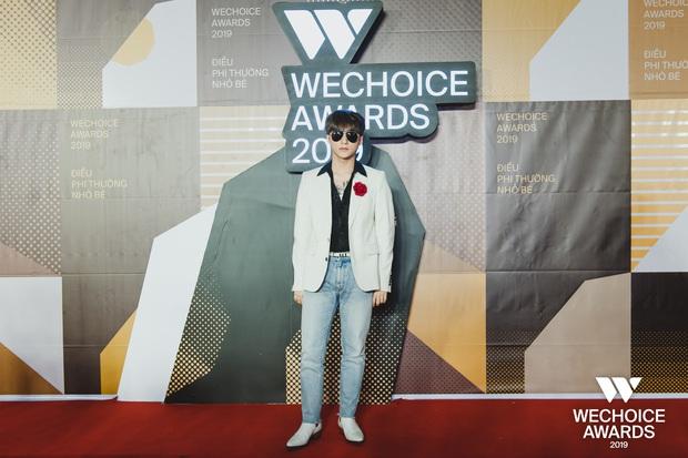 Visual nức nở thảm đỏ WeChoice Awards: Sơn Tùng M-TP chuẩn chủ tịch, đẹp trai và ngầu thế này ai chịu nổi? - Ảnh 2.