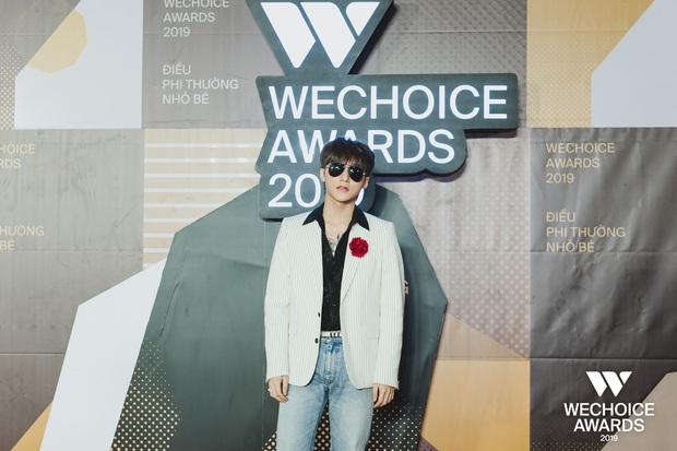Visual nức nở thảm đỏ WeChoice Awards: Sơn Tùng M-TP chuẩn chủ tịch, đẹp trai và ngầu thế này ai chịu nổi? - Ảnh 3.
