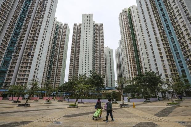 Xe đạp, dao làm bếp, phân chó: Những hiểm họa rơi xuống từ các tòa chung cư cao tầng ở Trung Quốc khiến người dân khiếp đảm - Ảnh 1.