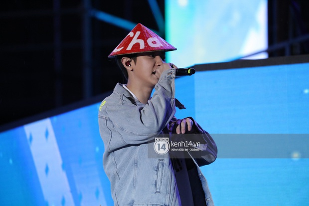 Chanyeol (EXO) đội nón lá nói anh yêu em ngay trên đất Việt, bảo sao fangirl Việt mất hết liêm sỉ tranh nhau nhận làm chồng! - Ảnh 2.