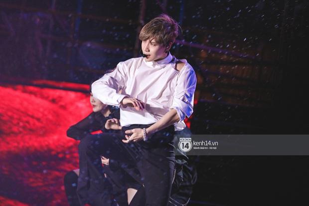 Taemin (SHINee) đẹp như tiên tử biểu diễn xuất thần dưới mưa, tiện thể tung thính solo concert tại Việt Nam? - Ảnh 7.