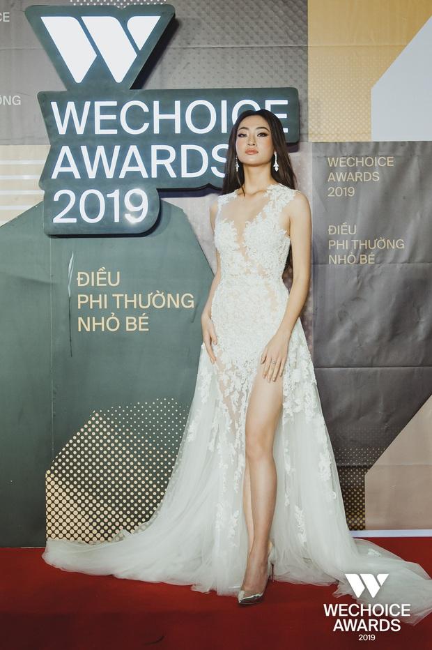Để ý Top 3 Miss World đồng loạt diện trang phục cực đặc biệt lên thảm đỏ Gala WeChoice 2019: Nhìn quen quen không? - Ảnh 1.
