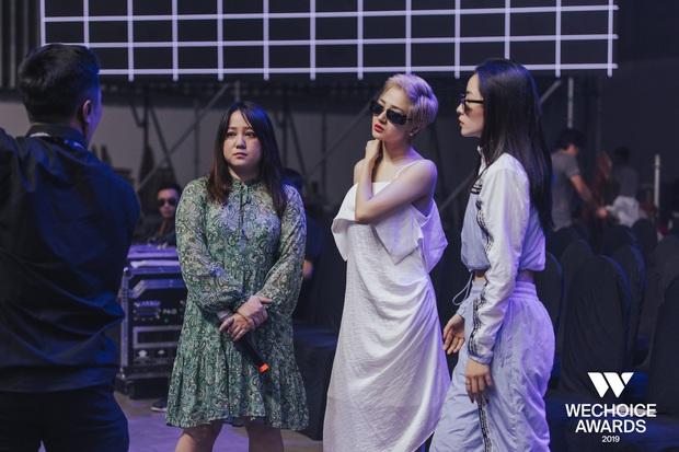 Khoảnh khắc hội ngộ giữa 2 thế hệ: Ngọc Linh dịu dàng, Chi Pu và Bảo Anh đầy gợi cảm, cùng hòa giọng tại sân khấu tổng duyệt WeChoice Awards 2019! - Ảnh 3.