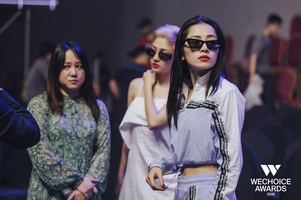 Khoảnh khắc hội ngộ giữa 2 thế hệ: Ngọc Linh dịu dàng, Chi Pu và Bảo Anh đầy gợi cảm, cùng hòa giọng tại sân khấu tổng duyệt WeChoice Awards 2019! - Ảnh 4.