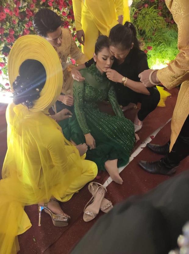 Lâm Khánh Chi ngất xỉu giữa sự kiện đám cưới của 10 cặp đôi LGBT vì kiệt sức - Ảnh 2.