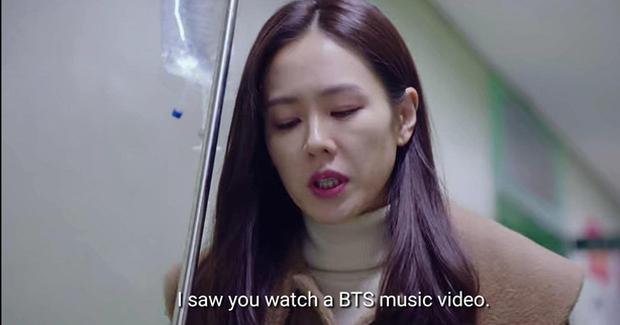 Hết mượn danh BTS trốn tình địch, Son Ye Jin lại rớt liêm sỉ nhận làm fangirl Hyun Bin ở tập 7 Crash Landing On You - Ảnh 3.