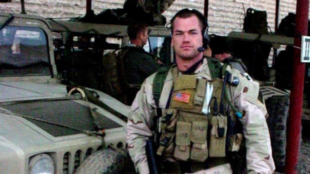 Cựu đặc nhiệm SEAL mách bạn cách bật dậy khỏi giường ngay lập tức lúc 4h30 ngay cả khi không muốn: Hãy tự đặt ra kỷ luật cho chính mình! - Ảnh 2.