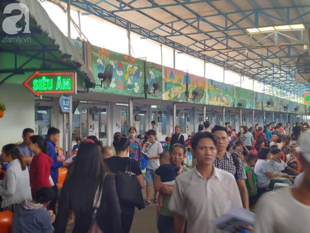59 học sinh Tây Ninh nhập viện cấp cứu tại TP.HCM sau khi ăn xôi gà - Ảnh 1.