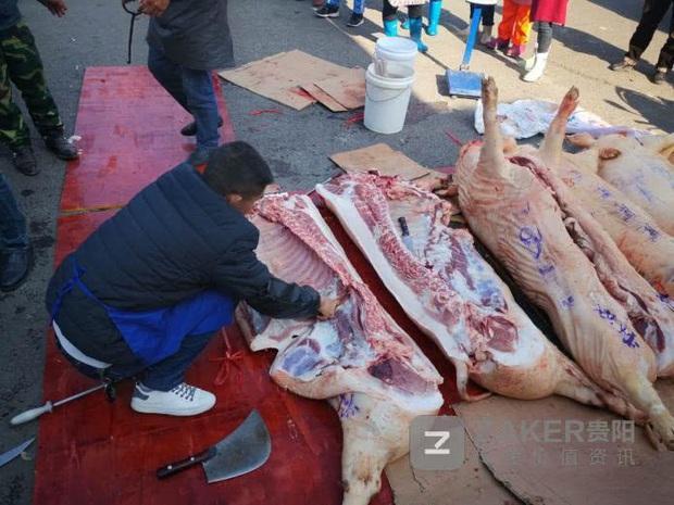 Giữa thời buổi thịt lợn đắt hơn vàng, một trường học chơi lớn thưởng nóng học sinh giỏi 30kg thịt khiến phụ huynh hò hét vì sung sướng - Ảnh 3.
