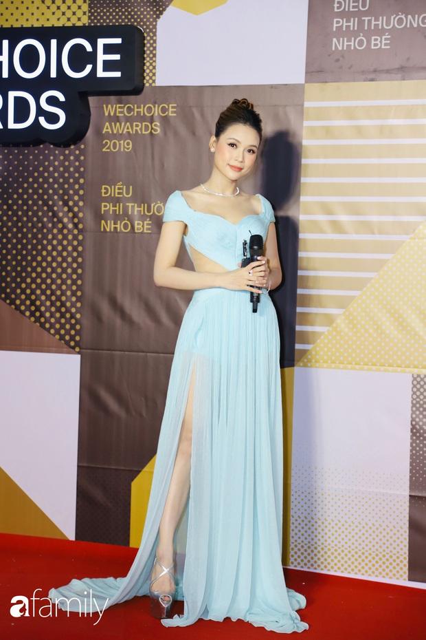 Không hẹn mà gặp, cả dàn Bông hậu đụng độ gam màu xanh hot trend ngay trên thảm đỏ WeChoice Awards 2019 - Ảnh 8.