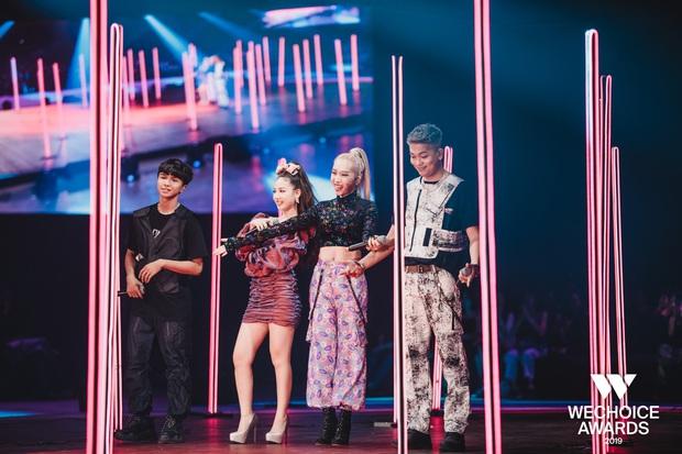 Kết hợp Đen đá không đường và Mượn rượu tỏ tình, BigDaddy x Emily x AMEE x Sóc Nâu làm say mê khán giả tại WeChoice Awards 2019 - Ảnh 10.