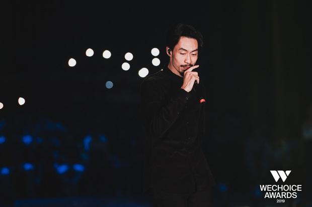Xem trọn vẹn các màn trình diễn tại WeChoice: Những sự kết hợp không tưởng, dàn dựng sân khấu đỉnh cao tạo nên một bữa tiệc âm nhạc tràn đầy cảm hứng! - Ảnh 22.