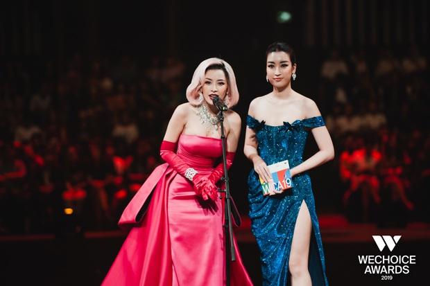 Khoảnh khắc cực phẩm tại WeChoice Awards: Chi Pu - Đỗ Mỹ Linh chung khung hình, cạnh tranh sắc vóc một chín một mười - Ảnh 2.