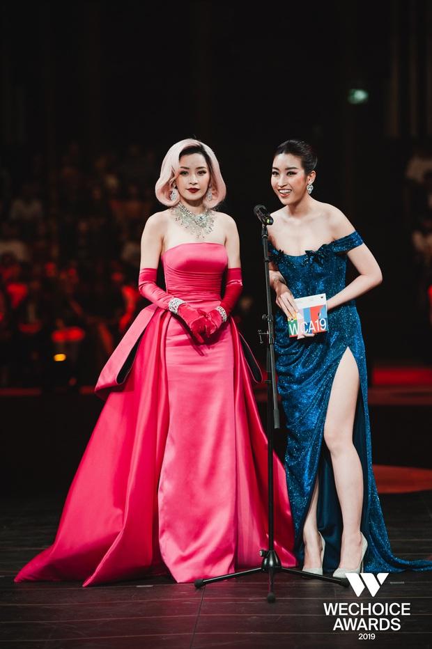 Khoảnh khắc cực phẩm tại WeChoice Awards: Chi Pu - Đỗ Mỹ Linh chung khung hình, cạnh tranh sắc vóc một chín một mười - Ảnh 4.
