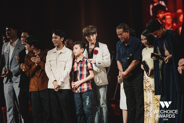 Visual nức nở thảm đỏ WeChoice Awards: Sơn Tùng M-TP chuẩn chủ tịch, đẹp trai và ngầu thế này ai chịu nổi? - Ảnh 7.