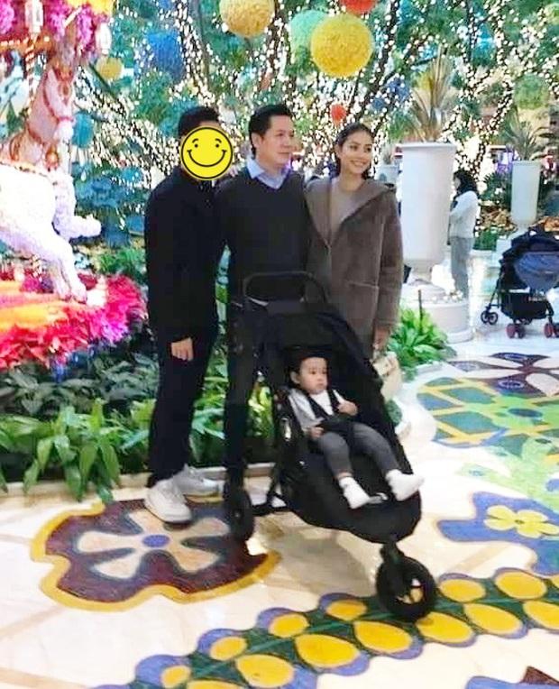 HOT: Phạm Hương xuất hiện cùng ông xã doanh nhân và con trai tại Mỹ, đúng là người đồn đoán bấy lâu nay? - Ảnh 1.