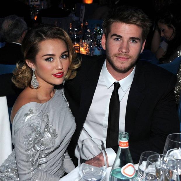 Sau 1 năm ly hôn Miley Cyrus, Liam Hemsworth cuối cùng đã xác nhận hẹn hò tình mới nóng bỏng kém 7 tuổi - Ảnh 5.