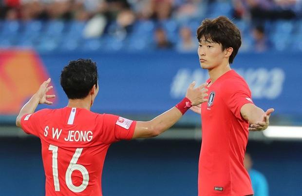 Profile cực phẩm vừa ghi bàn giúp Hàn Quốc vượt qua vòng bảng U23 châu Á: Đẹp trai hết nấc, mới 22 tuổi đã cao 1m85, bụng 6 múi đều tăm tắp như bắp ngô - Ảnh 4.