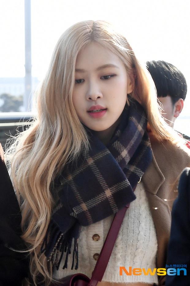 Dàn mỹ nhân Hàn đại chiến visual ở sân bay: Lisa - Rosé (BLACKPINK) xinh muốn ngất, Hani lép vế trước Hyuna và Hyomin - Ảnh 5.