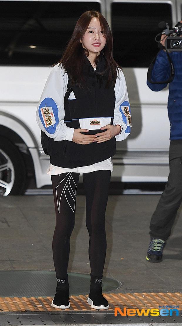 Dàn mỹ nhân Hàn đại chiến visual ở sân bay: Lisa - Rosé (BLACKPINK) xinh muốn ngất, Hani lép vế trước Hyuna và Hyomin - Ảnh 16.